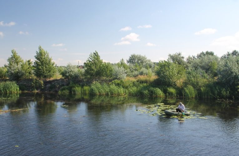 На жилмассиве Красный Камень начинается расчистка залива реки Днепр