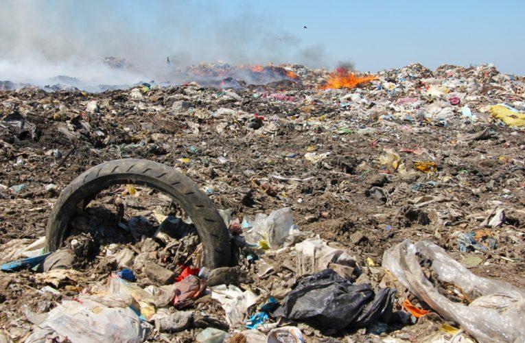 На Днепропетровщине вспыхнул масштабный пожар на мусорном полигоне