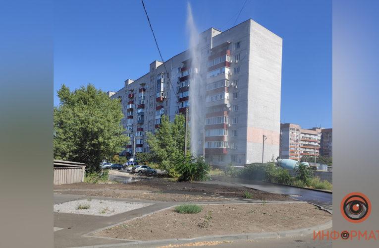 В Днепре из-под земли бил фонтан воды высотой с 10-этажный дом (Фото)