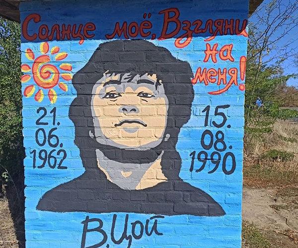 На Днепропетровщине появилась остановка с портретом известного певца(ФОТО)