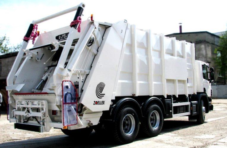 В Днепре у мусоровоза лопнуло колесо