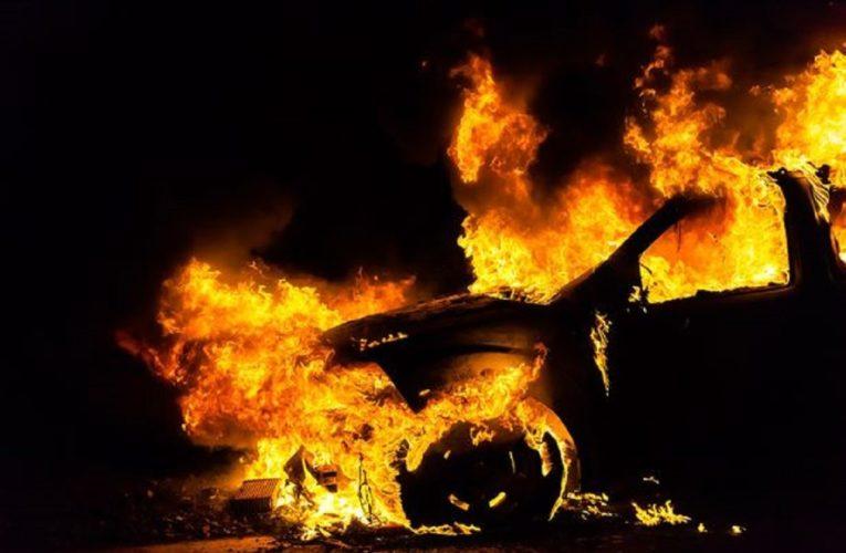 В Днепре на проспекте Поля подожгли припаркованный во дворе Hyundai