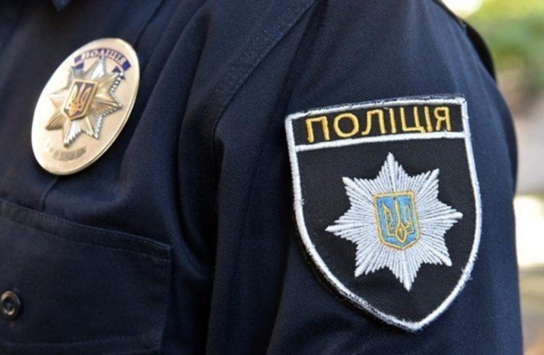 В Днепре на выборах задержали мужчину в трусах
