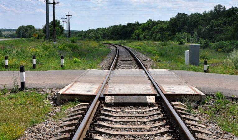 В Кривом Роге поезд переехал женщину