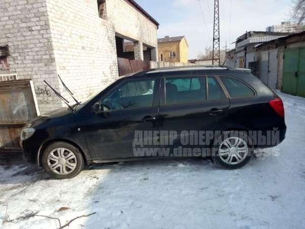 В Днепре на Слобожанском проспекте избили мужчину и угнали его автомобиль Skoda