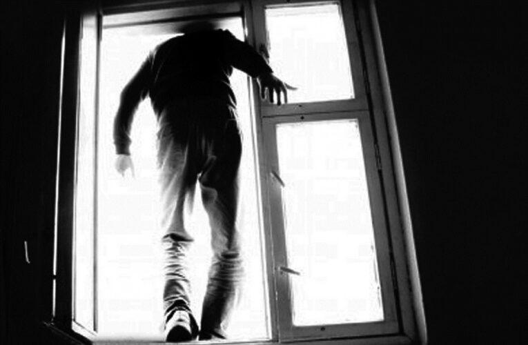 На Днепропетровщине хитростью снимали самоубийцу с девятого этажа недостроя