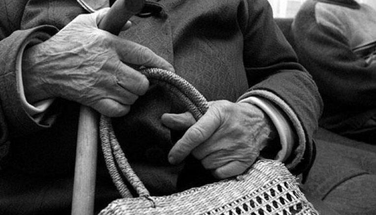 В Кривом Роге из квартиры пенсионерки вынесли 10 тысяч гривен