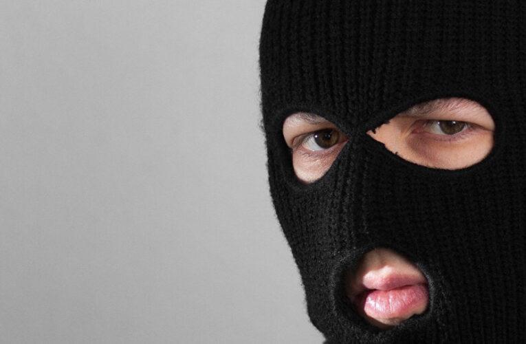 В Каменском мужчина напал на отделение микрофинансовой организации и забрал 30 тысяч
