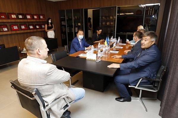Борис Филатов провел встречу с делегацией Республики Казахстан