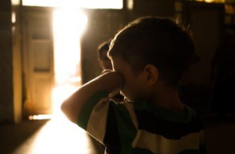 В Кривом Роге посадили за решетку отчима, который удерживал на цепи 7-летнего ребенка