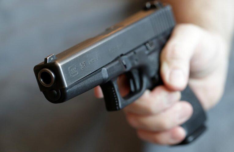 В Днепре мужчина угрожал соседям, после чего выстрелил себе в голову из пистолета