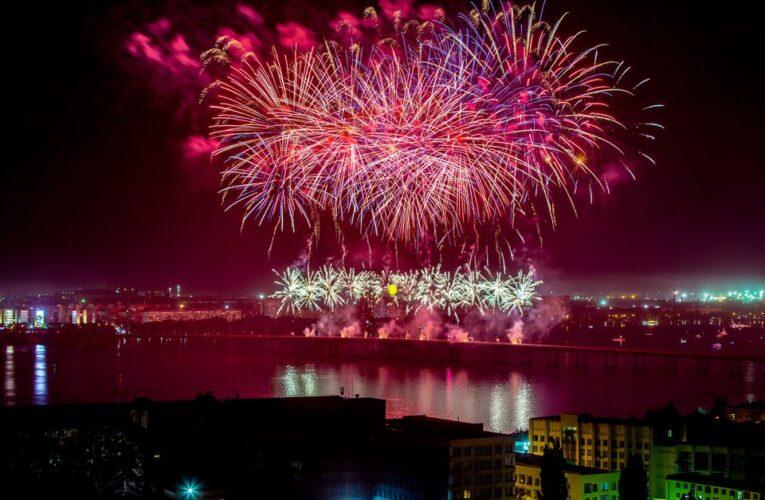 Фейерверк и лазерное шоу завершили праздничные мероприятия ко Дню города Днепр